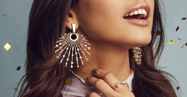 These earrings are perfect for the holidays! #Kendrascott #earrings #holidayjewelry